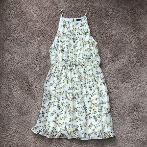Dresses & Skirts - Dainty floral dress
